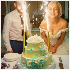 Кремовый свадебный торт с гортензией