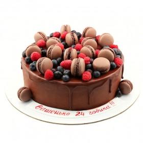 Торт с шоколадными макаронс