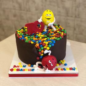 Торт с конфетами M&M's