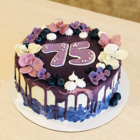 Торт на 75 лет с цветами