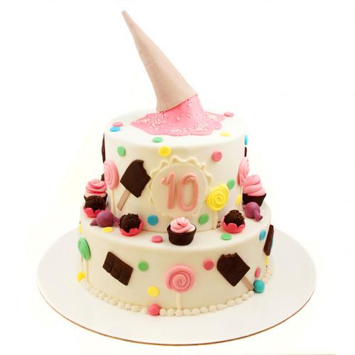 Праздничный торт из мастики