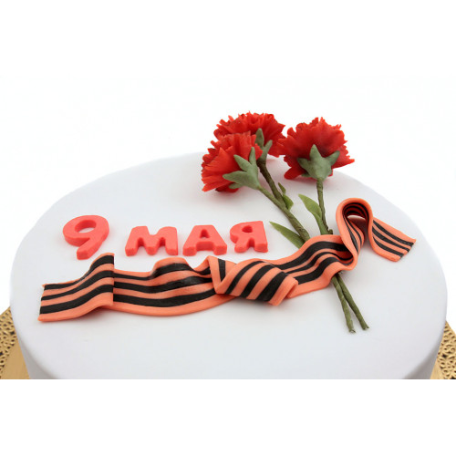 Торт на 9 Мая с гвоздиками