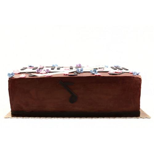 Шоколадный торт с безе