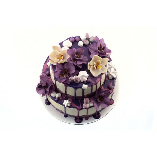Торт с фиолетовыми орхидеями