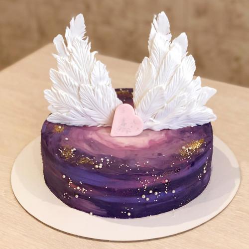 Торт крылья в космосе