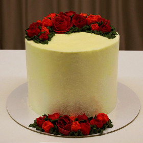 Торт с кремовыми цветами без мастики