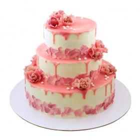 Розовый свадебный торт в три яруса