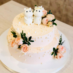 Свадебный торт с розовыми розами