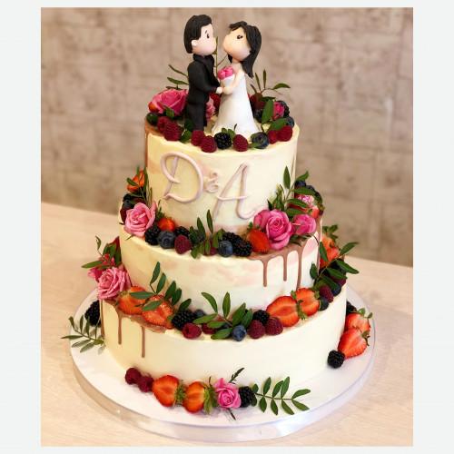 Свадебный торт с мастичными фигурками