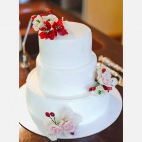 Свадебный торт трехъярусный с цветами